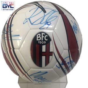 Pallone ufficiale Bologna Fc autografato da tutta la squadra